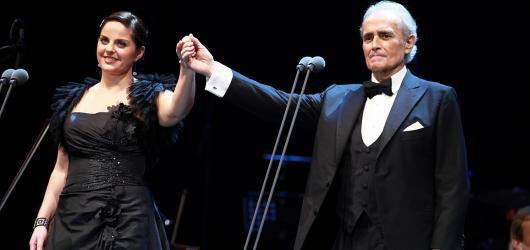 José Carreras a Vanessa-Mae vyprodali pro charitu pražskou O2 arenu