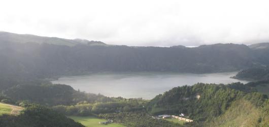 Na Azory za velrybami a sopečnými jezery