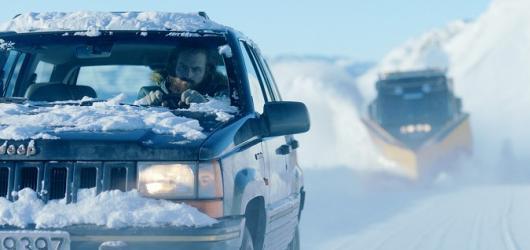 Boj sněžného pluhu s mafií: akční podívaná ze zasněžených vrchů Skandinávie