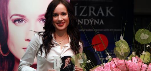 Soutěž o dvě podepsaná výběrová CD Tie Naj od zpěvačky Kristíny