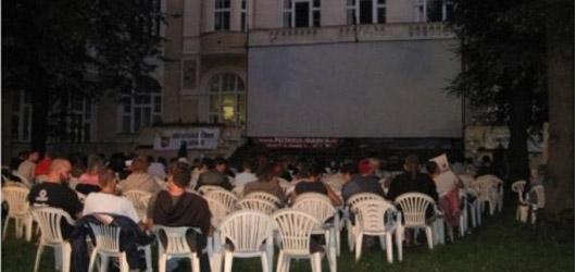 Letní kino Karlín: podivínský Borgman a bohoslužba za kapitalismus v podání Vlka z Wallstreet