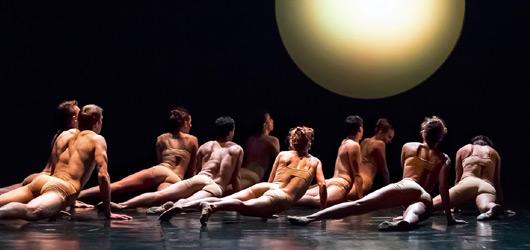 Vytí na měsíc i rozdováděný valčík v rámci soudobého tance: Podivín aneb J&D v JD