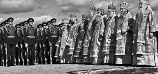 Viděno devíti aneb nedávné Rusko v černobílém hávu