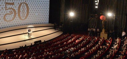 Vítězné filmy jubilejního 50. karlovarského festivalu: křišťálový globus si odnáší dřevař Bob