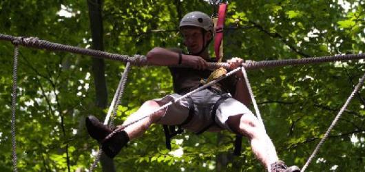 Chcete si zahrát na Tarzana? Soutěžte s námi o vstupenky do korun stromů!