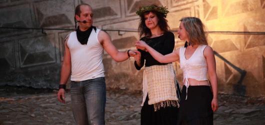 Divadlo Mimochodem se o víkendu rozloučí s Baladou pro banditu