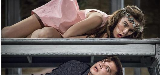 Romeo a Julie jako puberťáci mezi motýly aneb letošní premiéra shakespearovských slavností