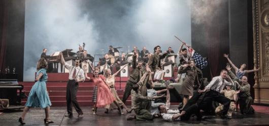 Swing high! Muzikál Ondřeje Havelky rozbušil srdce Národnímu divadlu