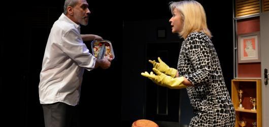 Úspěšná francouzská komedie Ani spolu, ani bez sebe měla premiéru v divadle Kalich