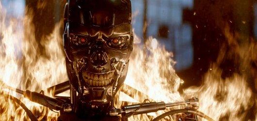 Terminátor Genisys: nesmrtelný Arnold je zpět v nostalgickém pokračování sci-fi kultu