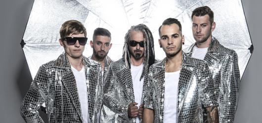 Skupina Mandrage vyjede na své největší turné. Láká na originální zrcadlovou show