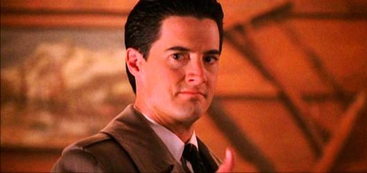 Městečko Twin Peaks se vrací. A první trailer je venku