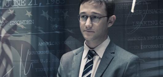 Snowdena drží nosné americké dilema, chybí mu však silnější drama