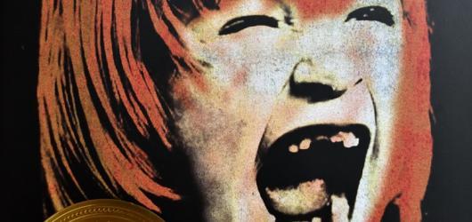 Skleněná těla: Mrazivý thriller o sebevraždách, hudbě a umění