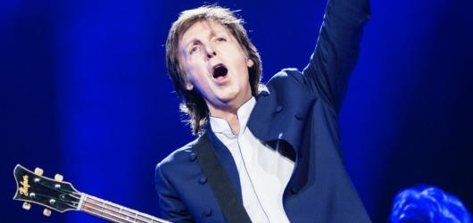 Paul McCartney ovládne ve čtvrtek pražskou O2 arenu. Přijďte včas, apelují pořadatelé