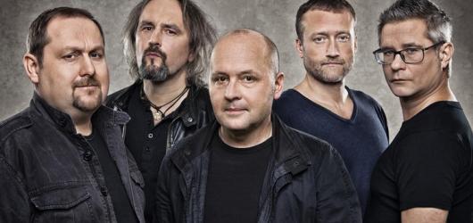 RECENZE: Kapela Všichni Svatí nabízí ambiciózní album bez kýče a klišé
