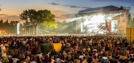 Přesně za měsíc startuje festival Colours of Ostrava. Na co letos láká tisíce návštěvníků?