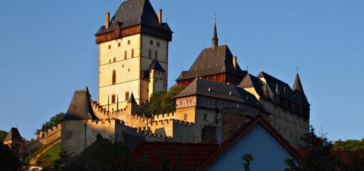 Karlštejn – (pod)hrad(í) i vosk