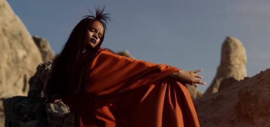 Rihanna nahrála píseň k jednomu z nejoblíbenějších titulů sci-fi. Nyní představuje nový videoklip!