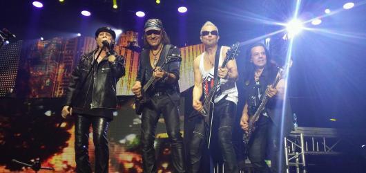 Legendární Scorpions předvedli v Praze rockovou extázi