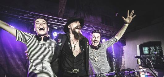 Rozhovor s DJským duem MALALATA: o lásce k hudbě, Goranu Bregovici a Balkan Bashavelu