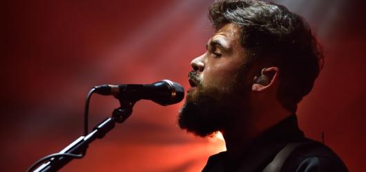 Po ostravských Colours dokázal Passenger i v Praze, že není jen zpěvákem jednoho hitu