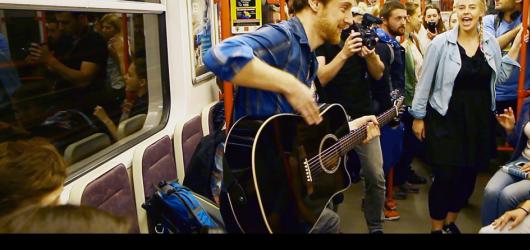 Nuda v metru? Nikoli! To pražské má v červnu k dispozici hudební vagon