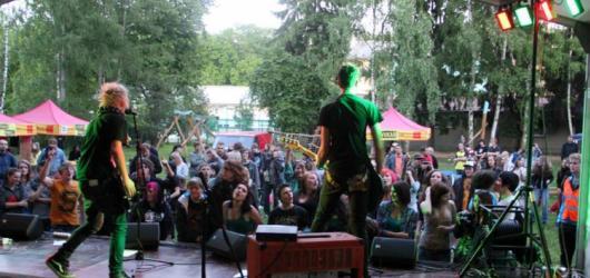 Studentské kapely budou soutěžit na open air festivalu Škola-Rocku 2016