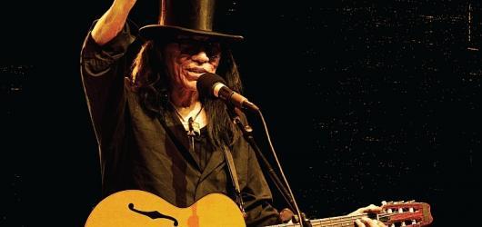 Legendární Sugar Man míří na Prahu! Forum Karlín pohostí písničkáře Rodrigueze