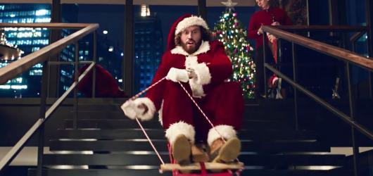 Pařba o Vánocích: sex, drogy, sáňky a sobi