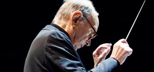 Ennio Morricone se po úspěšném lednovém vystoupení vrátí zpět do Prahy