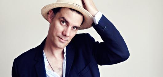 Písničkář James Harries chystá velký pražský koncert