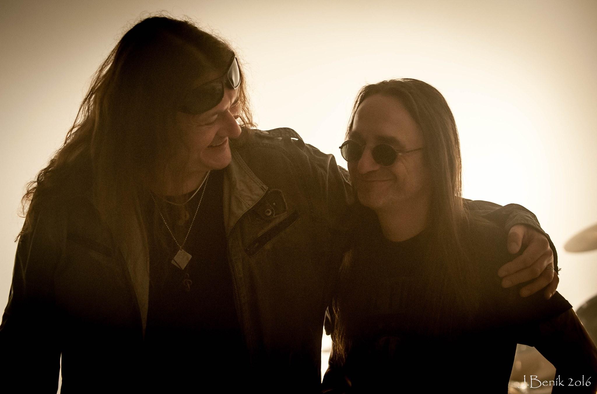Oficiální vznik kapely BARBAR se datuje na rok tímto datem prošli nynější členové různými ansá alespoň kapely Brain,Amelie.