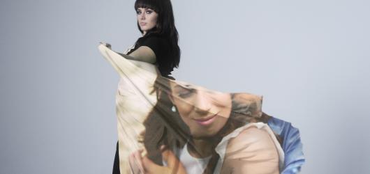 Ewa Farna nazpívala titulní píseň k romantické komedii Všechno nebo nic. Do kin přichází právě dnes