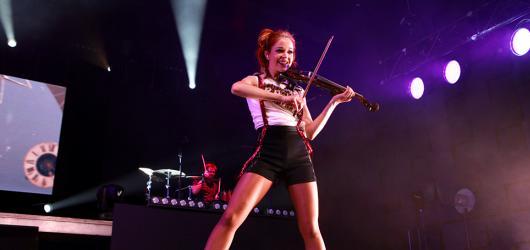 Lindsey Stirling - když se v jedné show skloubí energie i romantika