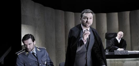 Z publika soudní porotou. Divadlo ABC řeší komplikovaný proces hrdiny/vraha