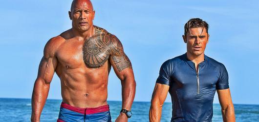 Pobřežní hlídka: The Rock se potácí na dně oceánu i filmové kvality