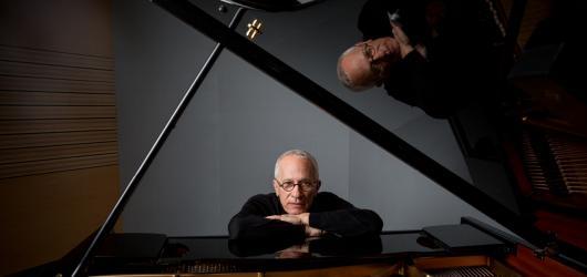 Pražský koncert bude jako můj životopis, láká na vystoupení skladatel James Newton Howard