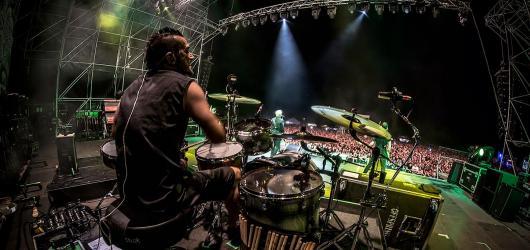 Již za pár dní ovládne Malou sportovní halu americký punk rock. Do Prahy se vrátí The Offspring