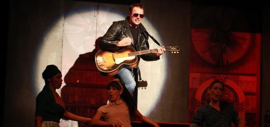 Soutěž: Zasoutěžte si s námi o lístky na muzikál s hity Elvise Presleyho. Srdcový král pokračuje již v únoru