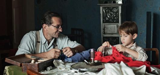 Svěrákovy memoáry plně docení jen otec zakladatel, přesto se po strništi běhá upřímně a mile