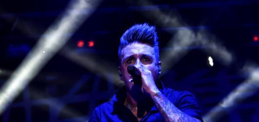 Papa Roach představili v Praze nové album. Největší úspěch však sklidily starší pecky