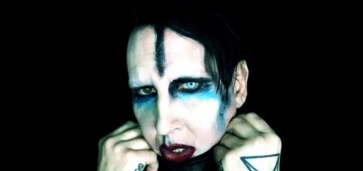 Manson představil v Praze naživo novou desku, marylinovskou show však fanoušci neviděli