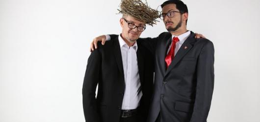 Nekorektní kabaret o nejslavnějším českém mluvčím prezidenta je zpět. Kina uvedou Ovčáčka miláčka