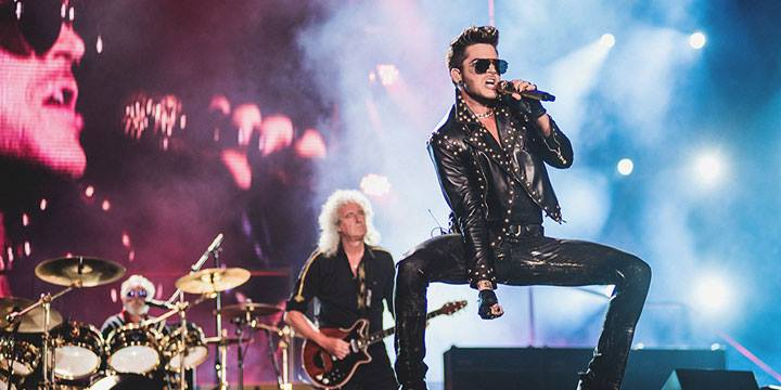 English: Adam Lambert performing with Queen at Houston on.