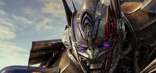 Transformers: Poslední rytíř jsou velkolepým a epickým zklamáním roku