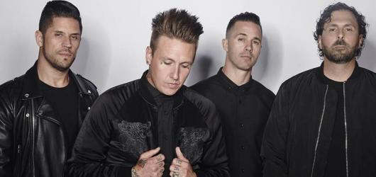 Kapela Papa Roach představila své Americké sny. Novým videoklipem láká na zářijový koncert