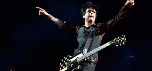 Oslava života v punk-rockovém. Famózní cirkus Green Day dorazil do Prahy.
