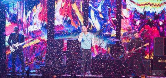 BRIT Awards vzpomínaly na Davida Bowieho, britskou ikonou se stal Robbie Williams