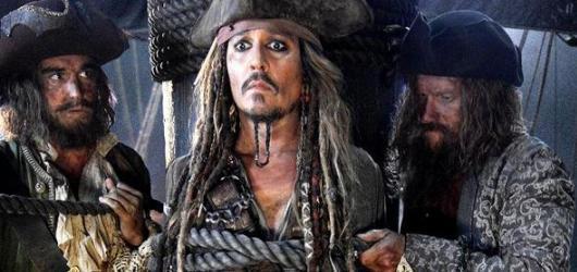 Opilý Jack už není letním trhákem. Piráti z Karibiku zabaví jen v řádu hodin
